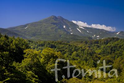 夏の鳥海山_秋田県にかほ市.jpg