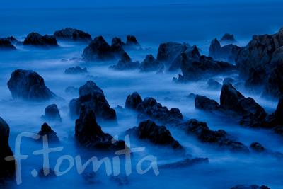 朝の岩礁.jpg