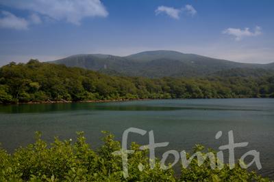 須川湖と栗駒山_秋田県東成瀬村8月.jpg
