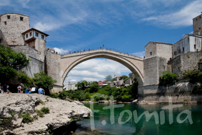 Bボスニア、スタリ・モスト橋、モスタル6月.JPG