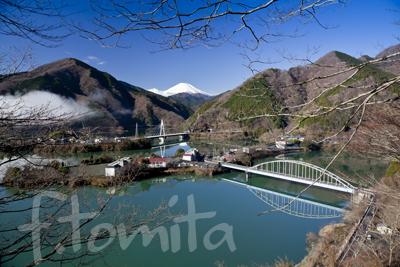 B丹沢湖と富士山.jpg