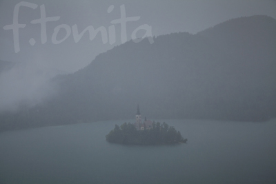 B雨のブレッド湖1(スロベニア).jpg