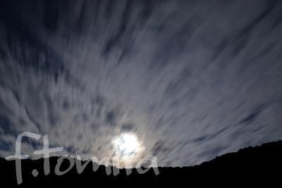 B1流れる雲と月.jpg