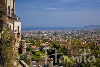 B1−3ドゥオモ中庭よりパレルモを望む、モンレアーレ_イタリア、シチリア島5月.jpg
