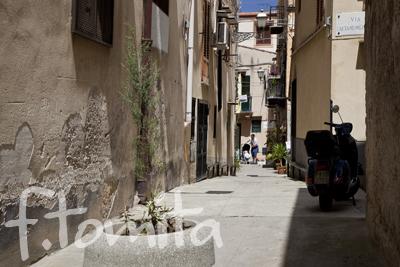 B1−4モンレアーレの路地裏_イタリア、シチリア島5月.jpg