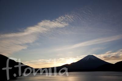 B巻雲と本栖湖と富士山.jpg