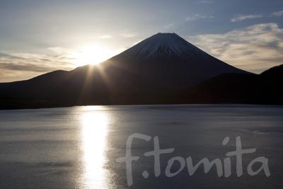 B本栖湖からの日の出.jpg