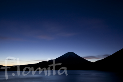 B黎明、本栖湖からの富士山.jpg