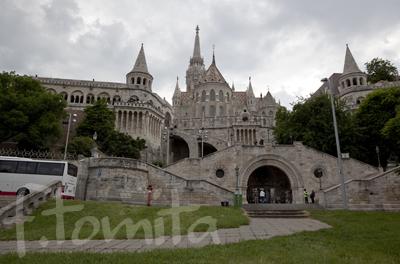 ハンガリー、ブタペスト、漁夫の砦とマ−チャーシュ教会.jpg
