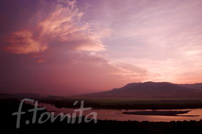 北上川と束稲山