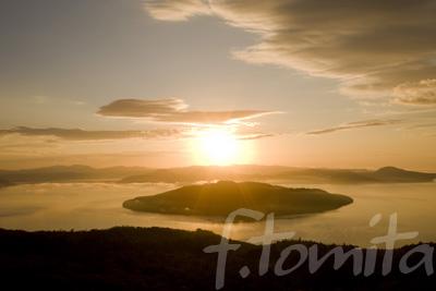 屈斜路湖の日の出