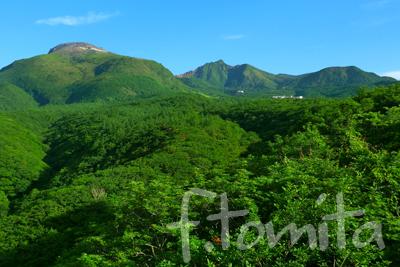 />  6月はなんだかんだと忙しく、ブログの記事も殆ど書けませんでした、 昨日の夜、10日間の栃木県の撮影から戻り、 今日からブログの記事を書こうと思っています、 先月栃木県の撮影で最初に向かったのが那須高原、 この日の晴れを逃すと今度何時那須の山々が見れるか 分からないので、蒸し暑さから逃れるためもあり 前日の夜那須高原の駐車場で車中泊、朝起きると 案の定快晴、しかし平野部は雲海の下、平野部は 雨か曇り、覚悟を決め平野部の撮影を開始。 6月22日の撮影です。  富田文雄公式サイト <a href=