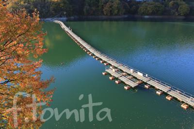 B1奥多摩湖の浮橋jpg